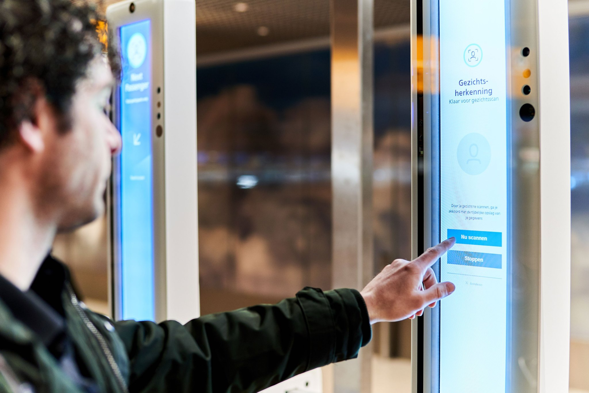 facial-recognition-boarding-Amsterdam-Airport-Schiphol 4