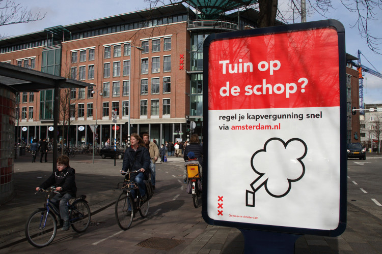 Outdoor campaign to stimulate the use of online services