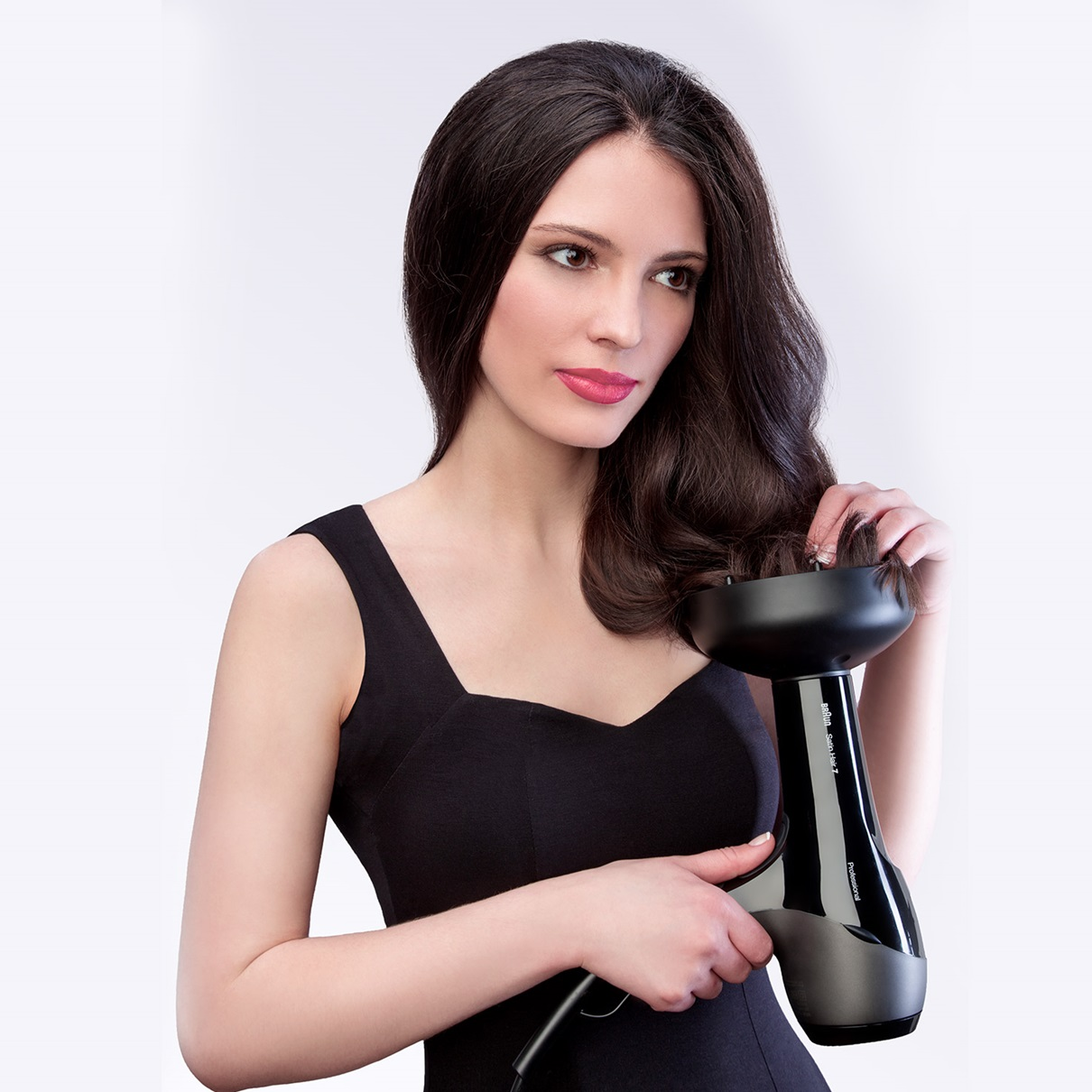 Braun Satin Hair 7 HD785 professional SensoDryer with IONTEC and diffuser - in use