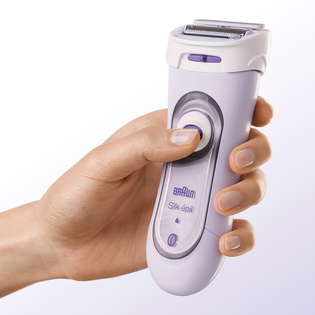 Braun Lady Shaver - 5560 Cordless Electric Shaver - in hand