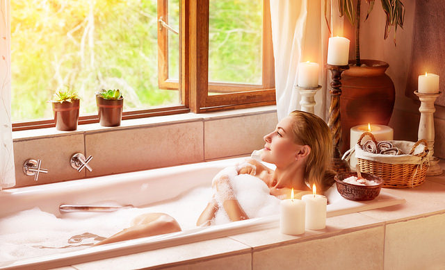 woman-relaxing-in-bath