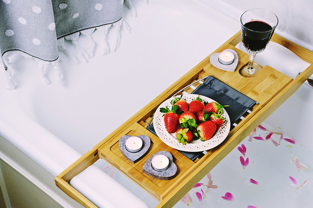 bath-caddy-strawberries-wine