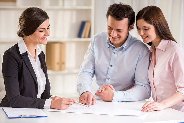 young-realtor-explaining-contract-to-young-couple