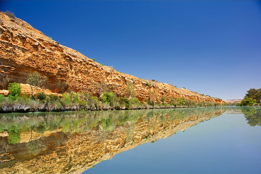 cliffs-on-the-murray-river-south-australia