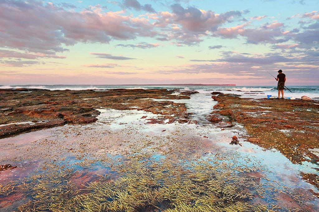 lake-tabourie-pink-rockpool