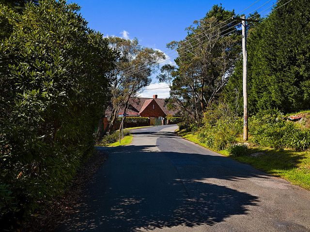 suburban-street-leura-blue-mountains