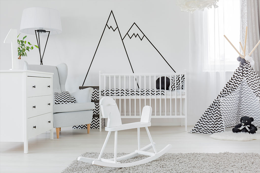 child-bedroom-with-wall-decal