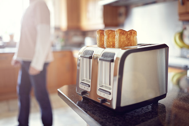 early-morning-toaster-in-kitchen