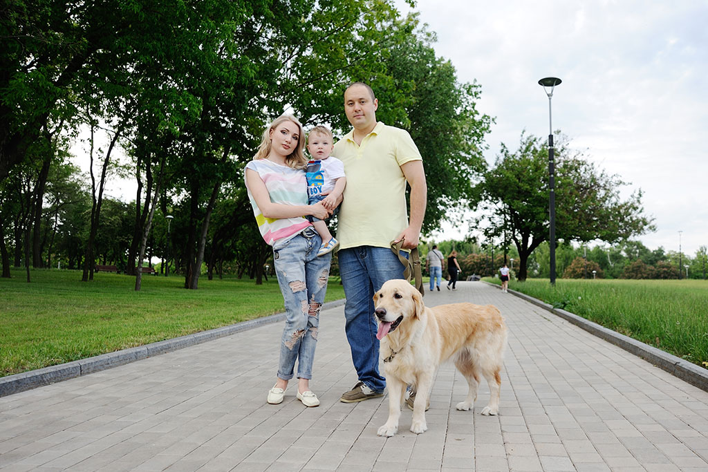 family-with-golden-retriever
