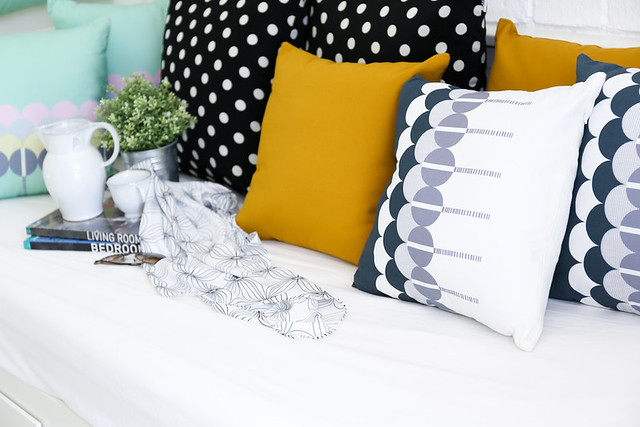 colourful-pillows-on-lounge