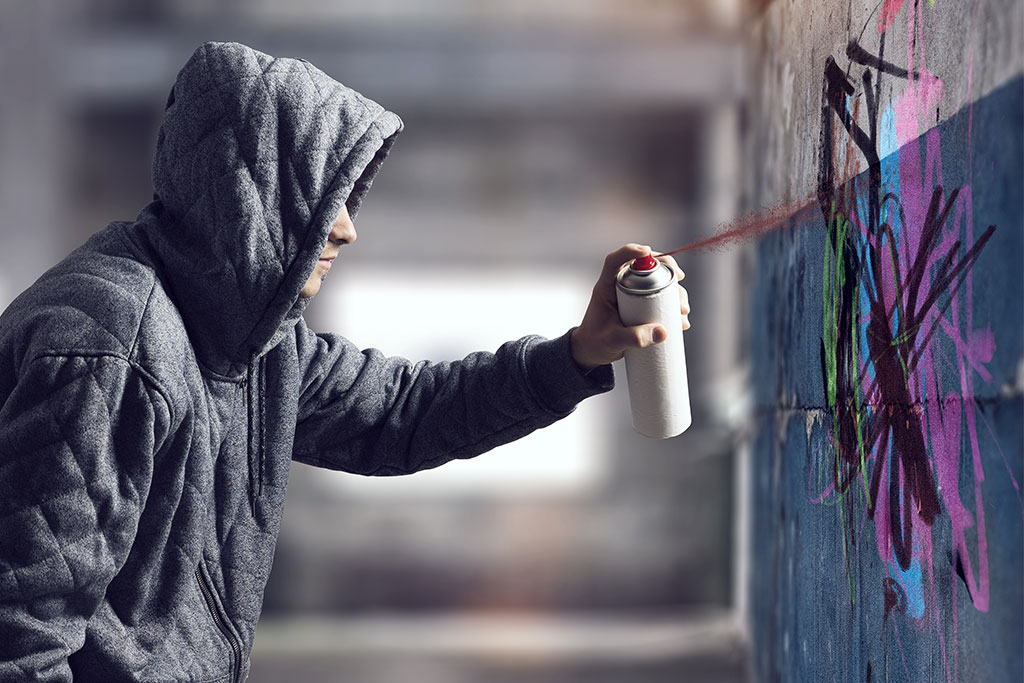 guy-drawing-with-spray