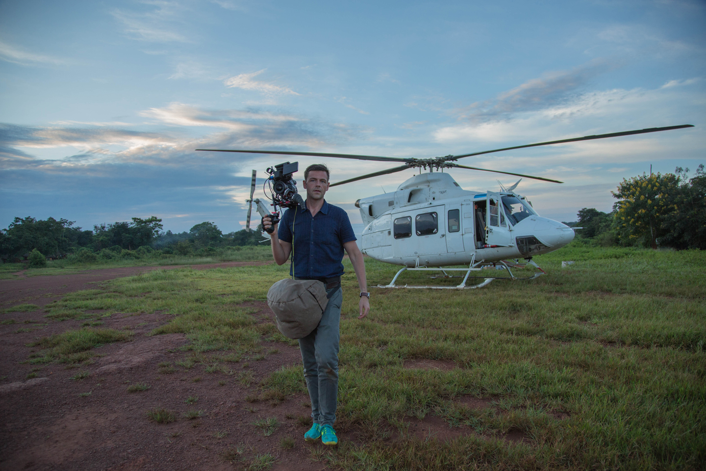 jj-stepping-off-helicopter