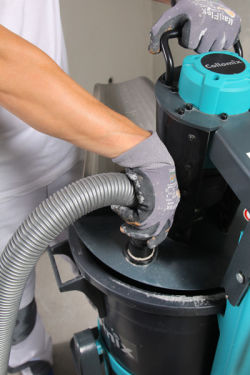 4. For a dust-free mixing process, connect vacuum hose to the connection provided