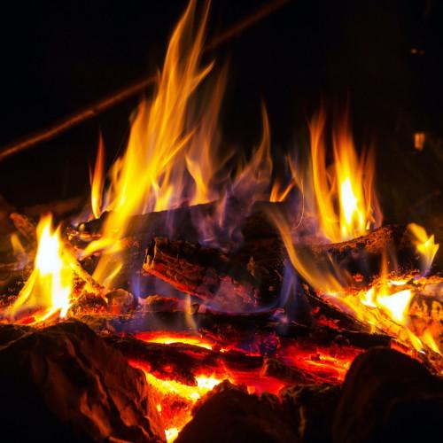 Lagerfeuer als Repräsentation des Verdauungsfeuers im menschlichen Körper.