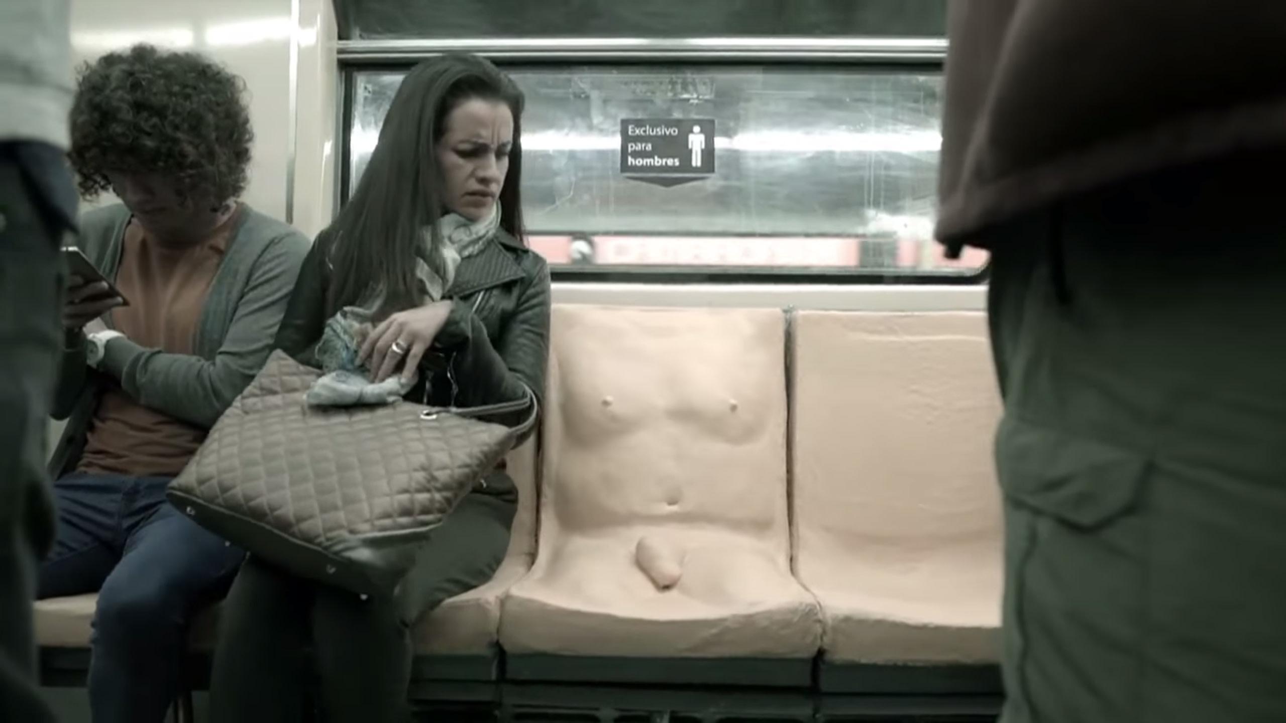 domogatelstva-v-obshestvennom-transporte-video
