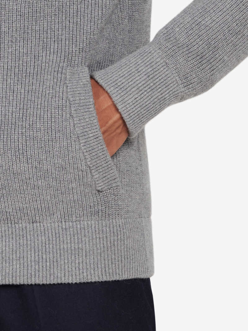 KW00051-GRY OnModel Detail 2