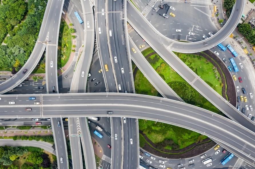 タクシーの高速料金は割高になる?高速道路を走る際に発生する運賃を紹介