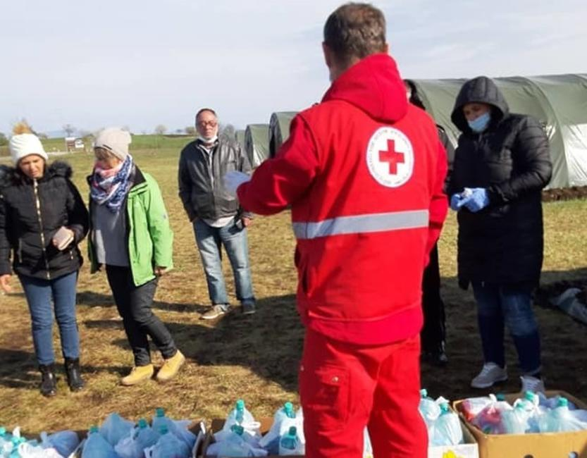 In Bosnien werden Ältere, Sozialbenachteiligte sowie Migrantinnen und Migranten mit dem lebensnotwendigen versorgt. © Red Cross Society of Bosnia and Herzegovina