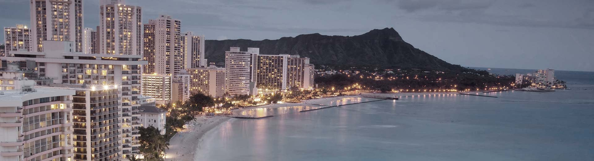 The beautiful coast of Honolulu with tall white hotels in the foreground