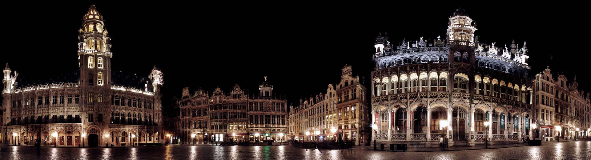 Brussels city center at night with the town hall in view.