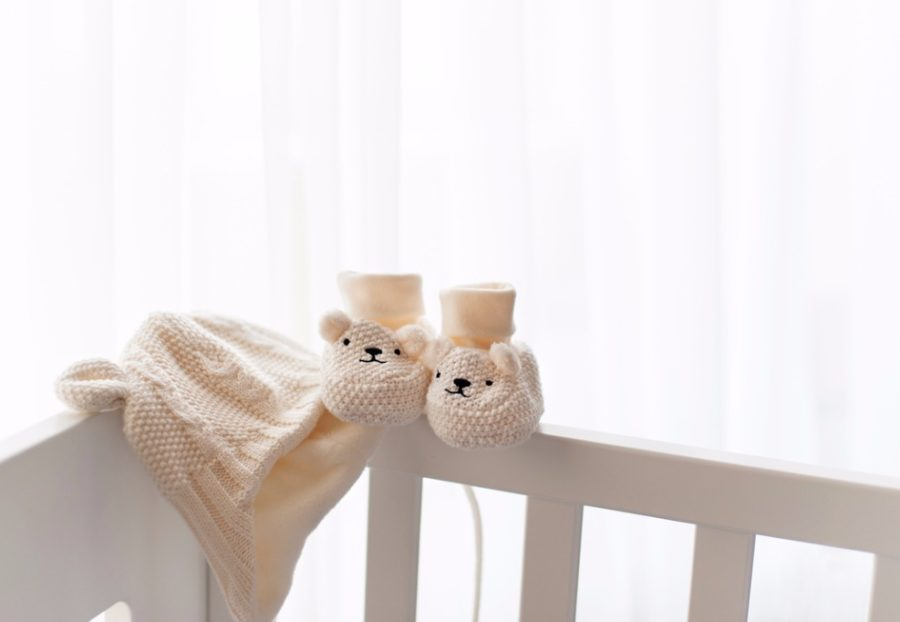waiting-for-a-new-life-begining-knitted-hat-and-booties-picture-id629073276-900x622