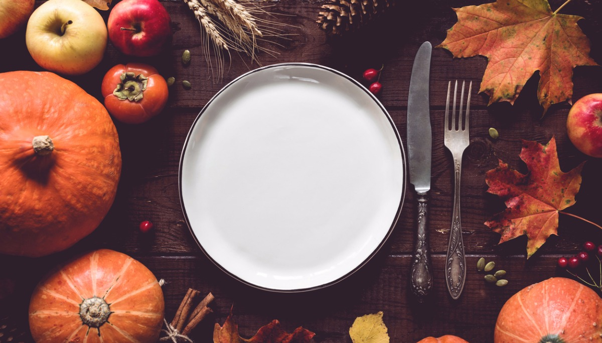 thanksgiving-table-setting-picture-id848764526.jpg