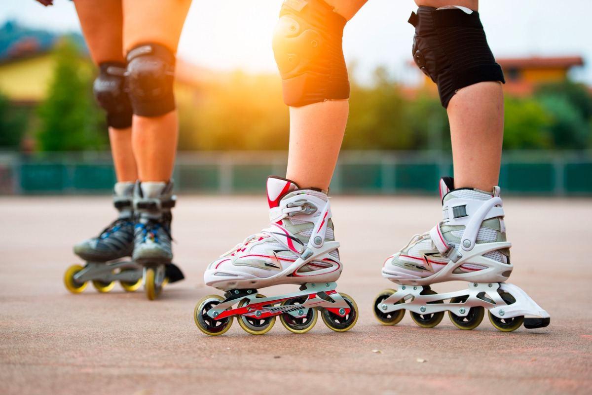 detail-of-girls-rollerblading-picture-id615427960-2.jpg