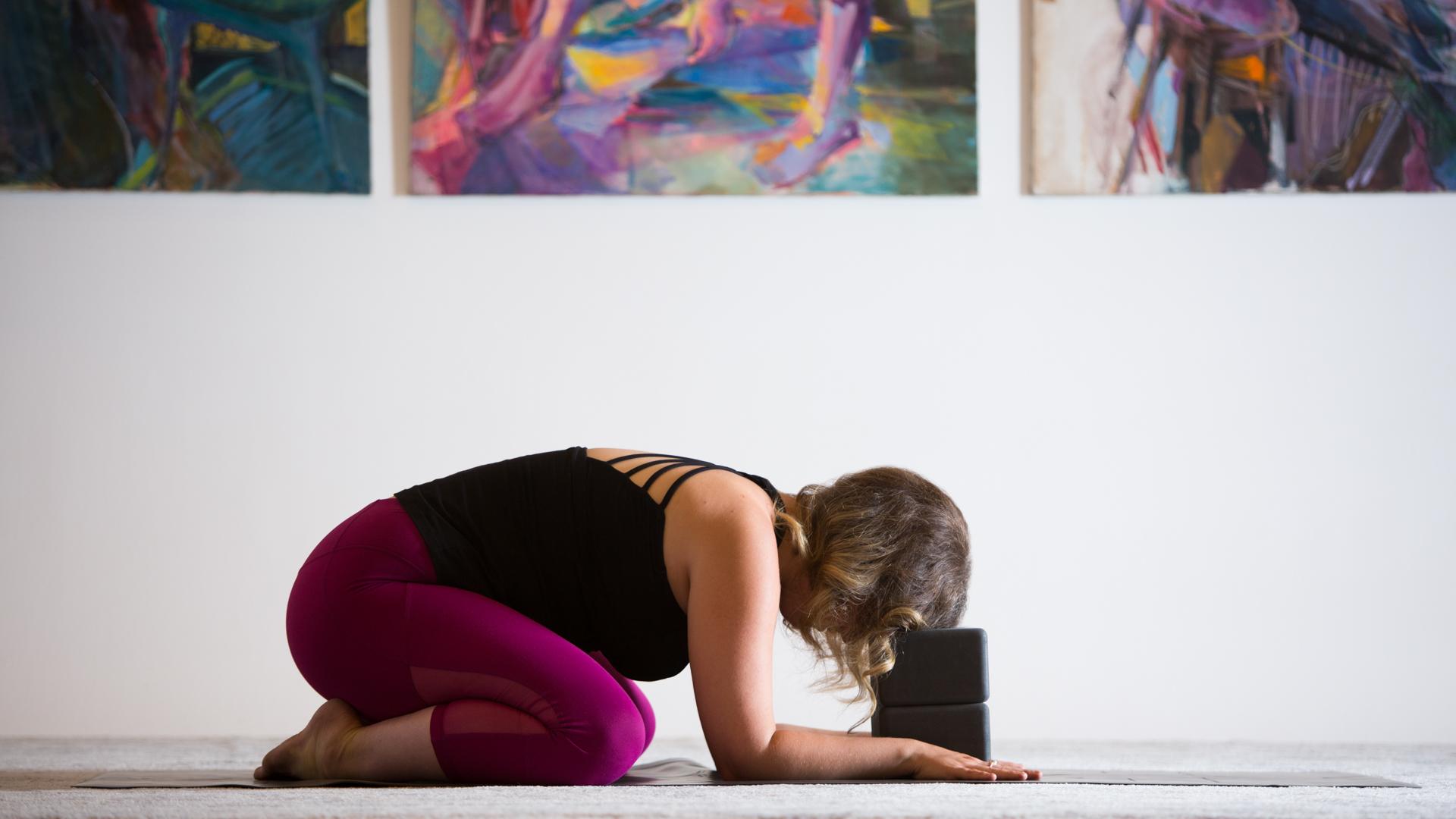 dụng cụ hỗ trợ tập yoga child pose