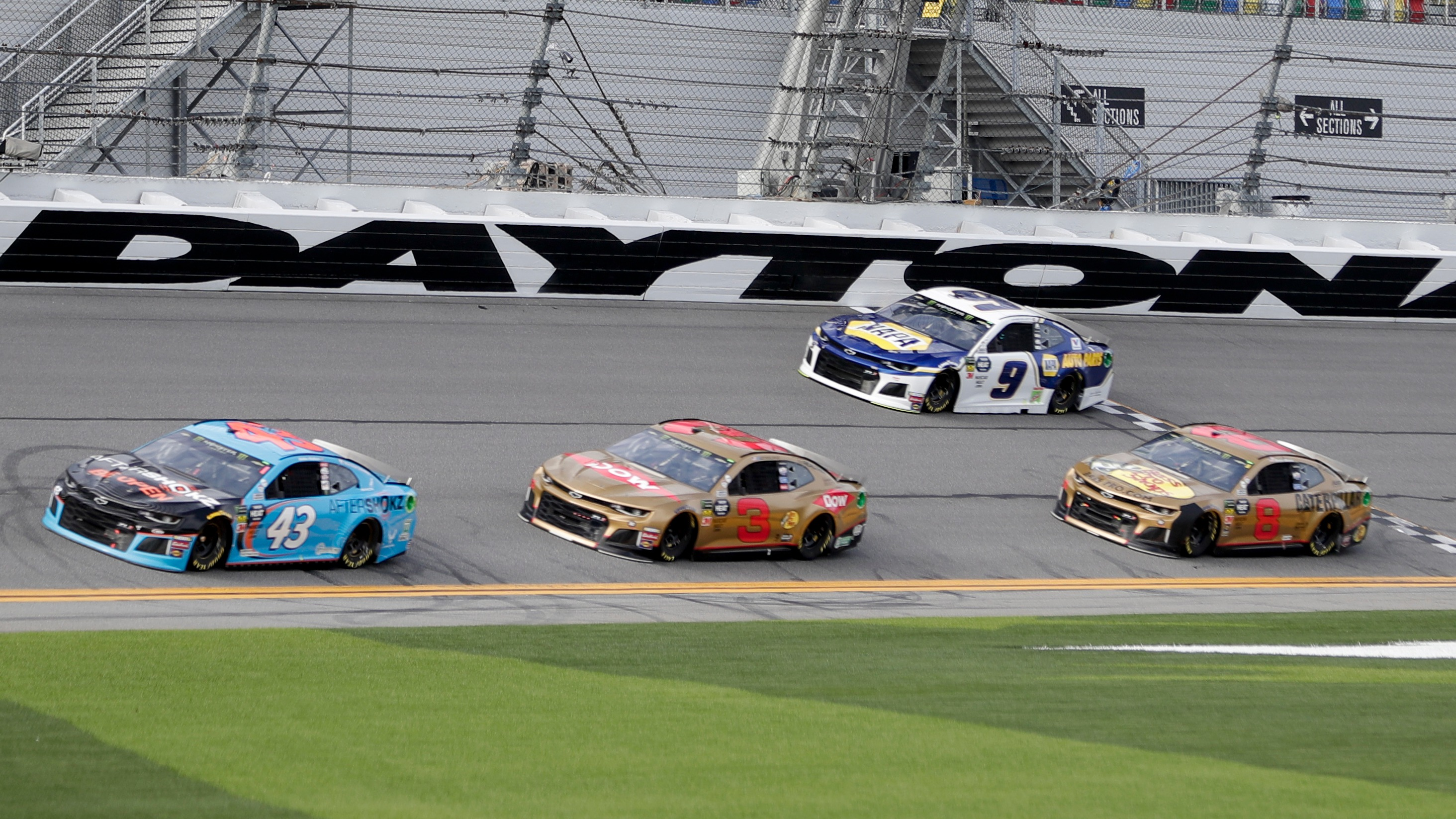 Betting the Daytona 500: How bookmakers create, adjust odds for an