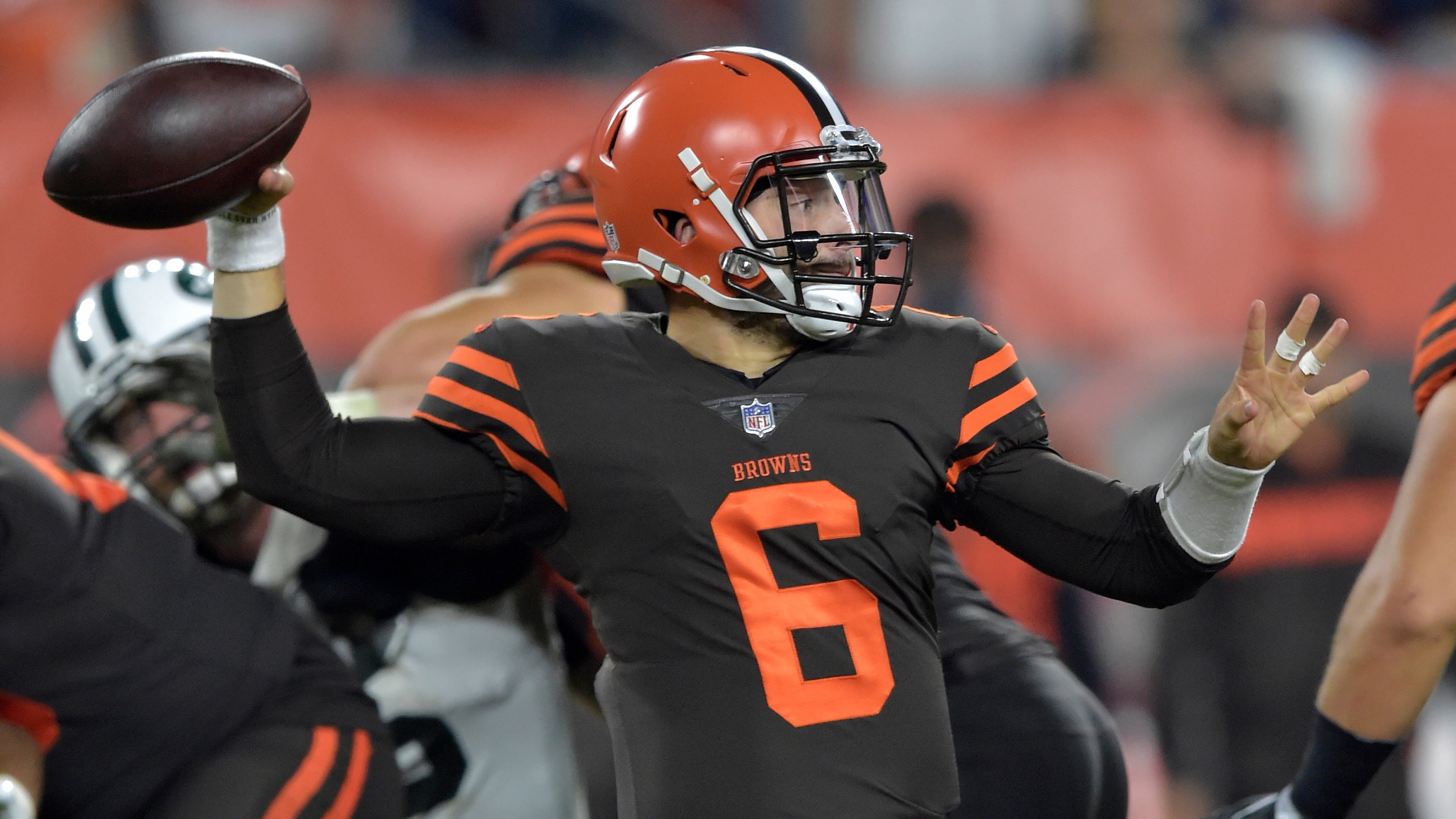 Oddsmakers install Baker Mayfield as prohibitive favorite to start