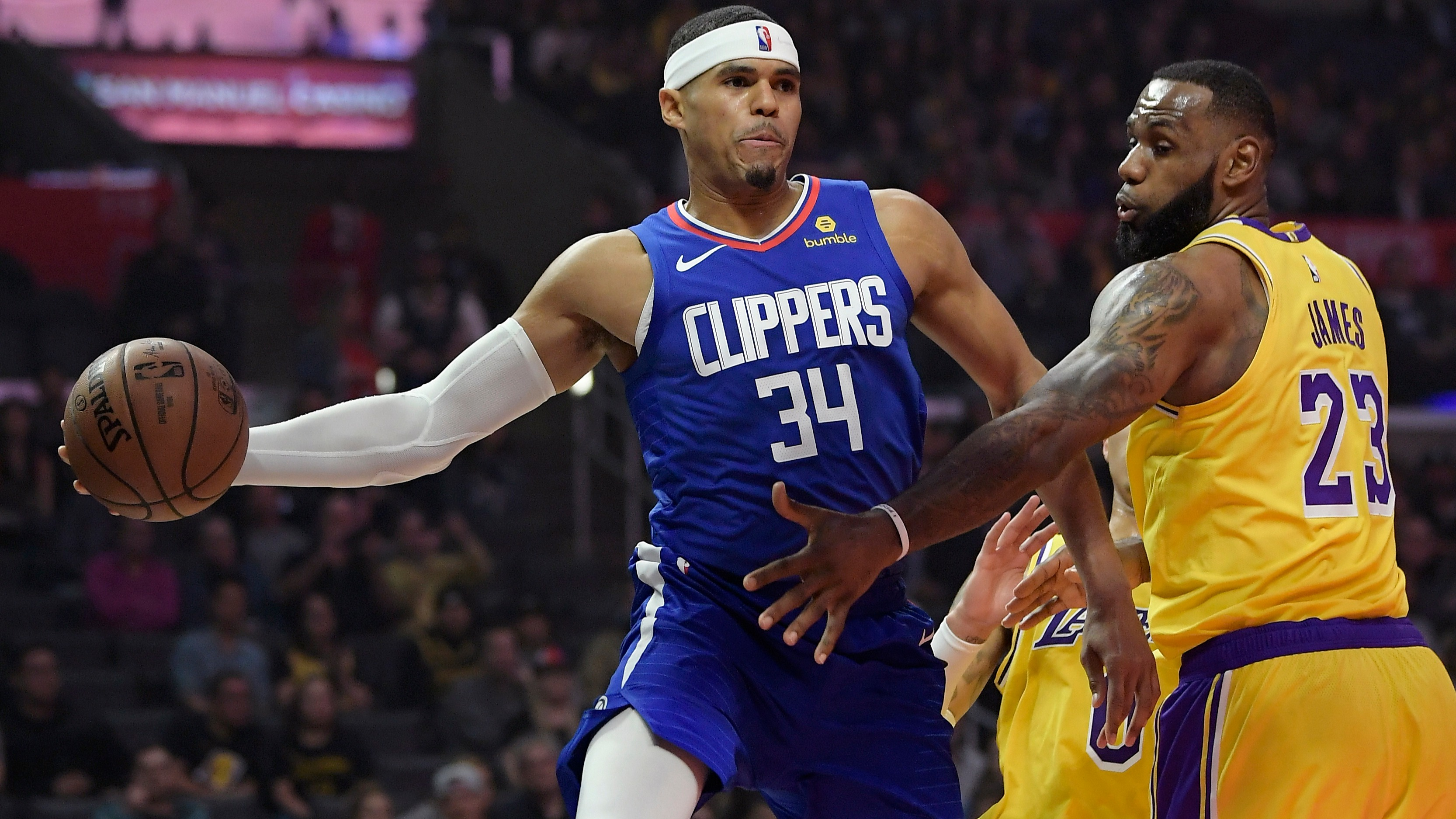 d7c4a7e49d12 Lakers at 76ers betting lines