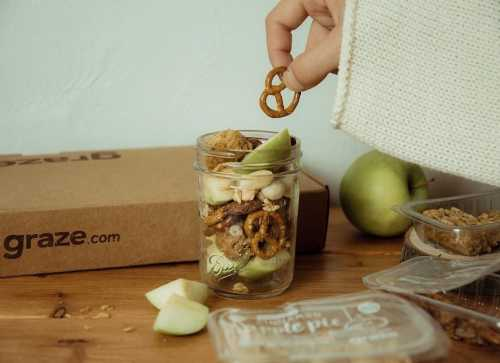 sam caun apple jar pretzel snack