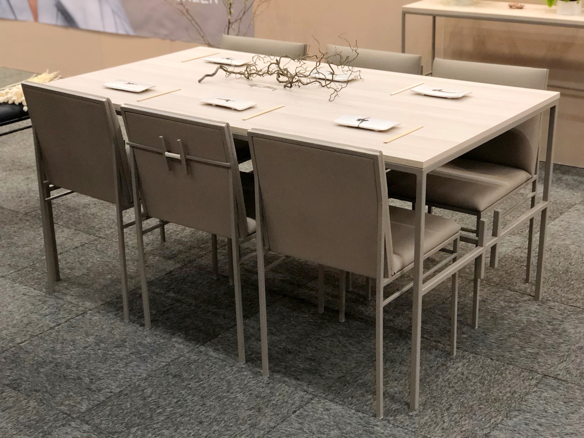 formex-2020-efva-attling-the-högdalen-by-crea-table-chairs