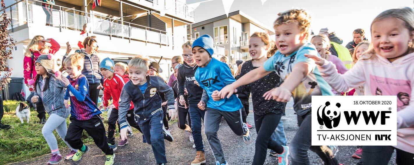 Barn som løper til skoleløp for TV-aksjonen