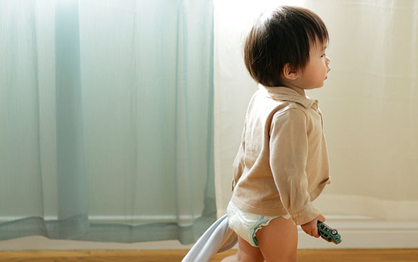 what-the-experts-say-how-to-help-your-baby-start-development-and-key-milestoneswalking