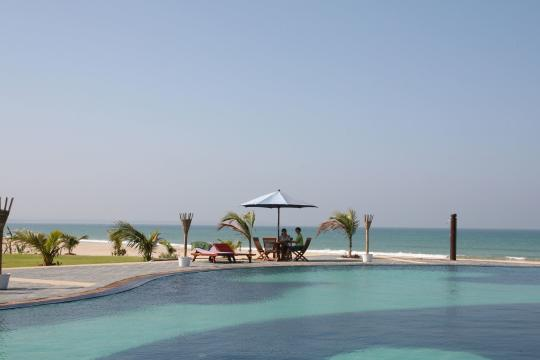MMBSXTREAS Myanmar Tresure Beach Resort Swimming Pool with Sea View
