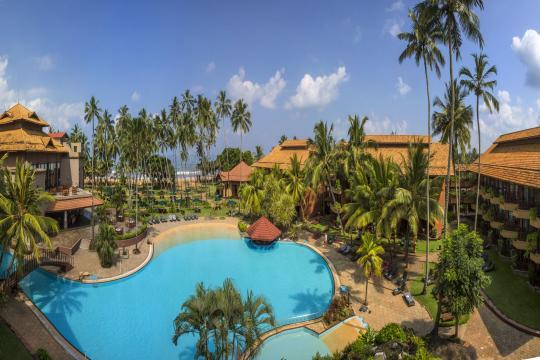 LKCMBROYAP Royal Palms Pool Panoramic