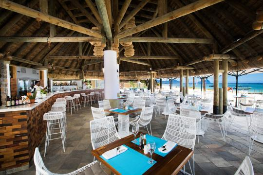MUMRULAPIR La Pirogue Resort & Spa Le Morne Beach Bar