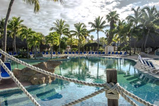 CUVRAHICAC Royalton Hicacos Resort & Spa - Swimming pool area surrounded wi