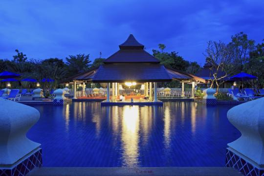 THHKTCENSV Centara Seaview Resort Khao Lak CSK pool-bar-1