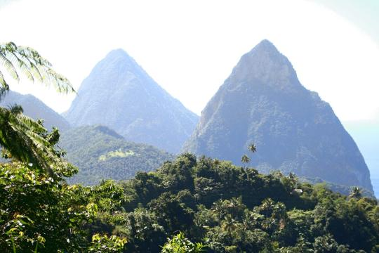 LC St. Lucia pitons-116942