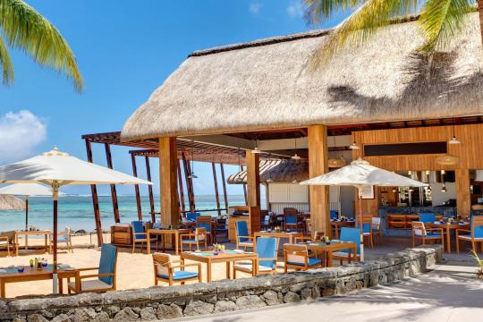 MUMRUOUTRI Outrigger Mauritius Beach Resort EdgeWater Bar & Grill Beach Restaurant 2