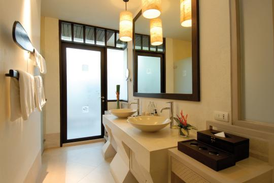 THUSMMELAT Melati Beach Resort & Spa Grand Deluxe Bathroom