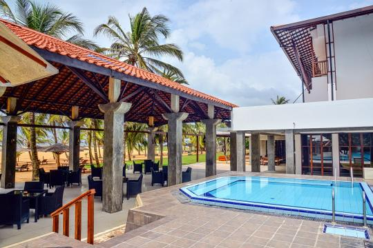 LKCMBGOLDI Goldi Sands Negombo Pool2