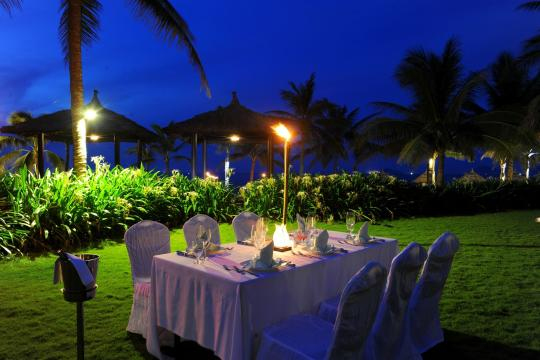 VNDADHOIA1 Hoi An Boutique Resort 32. Family Dinner Set up