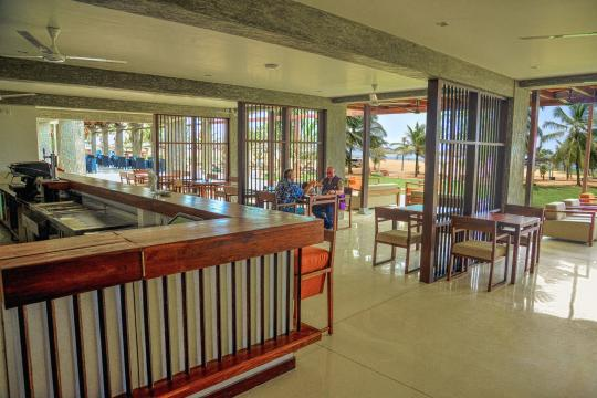 LKCMBGOLDI Goldi Sands Negombo Bar2