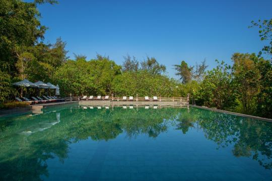 VNSGNHOTHR Ho Tram Beach Boutique Resort & Spa Salt Water Swimming Pool2