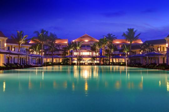 VNDADHOIA1 Hoi An Boutique Resort 28. Twilight Poolside