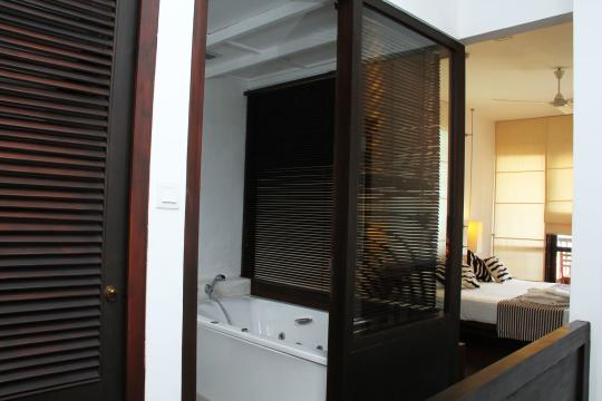 LKCMBGOLDI Goldi Sands Negombo Bathroom 2