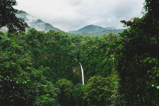 CR Costa RicaLa Fortuna Waterfall, Alajuela, La Fortuna, Costa Rica etienne-delorieux-e5sp18O40yA-unsplash